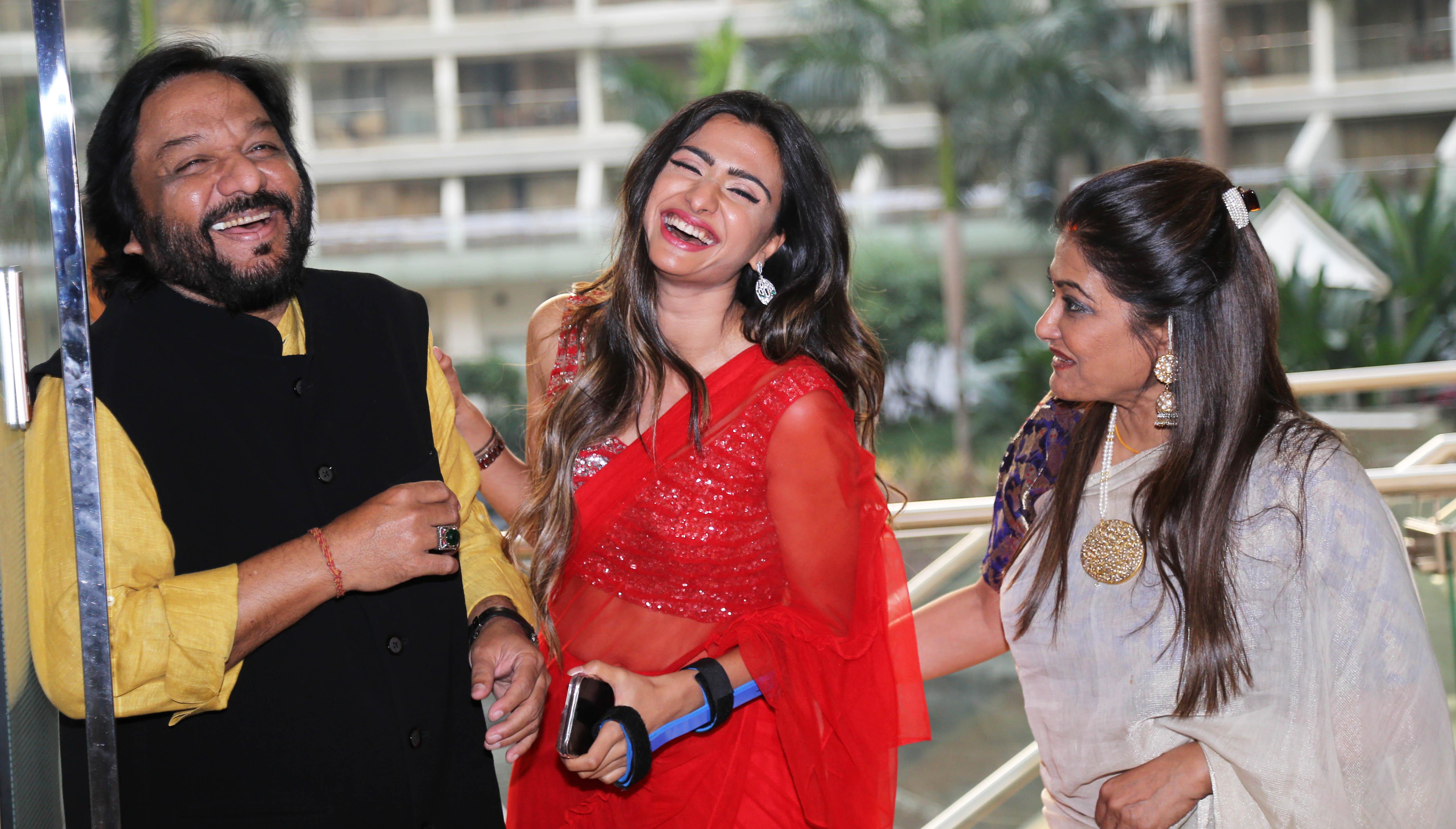 Lyrical Czar Gulzar Launches Reewa Rathod's