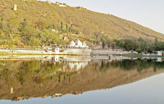 UDAIPUR'S LAKES AND WILDLIFE SANCTUARIES