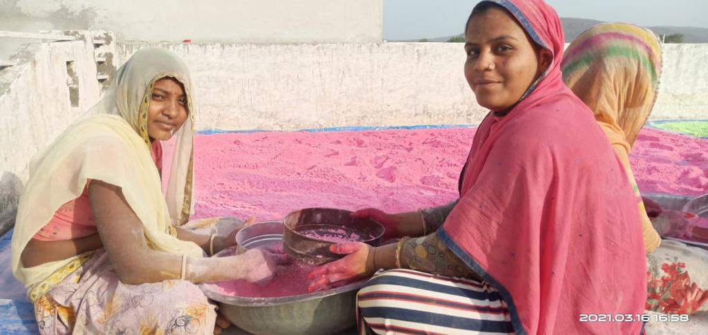 Celebrate Holi with herbal colours made by women associated with the Sakhi project