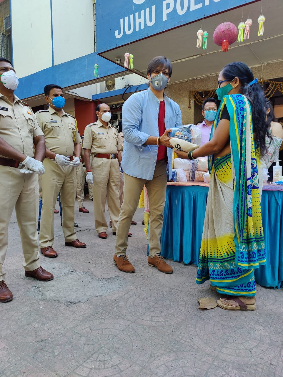 Vivek Anand Oberoi distributes ration for slumdwellers