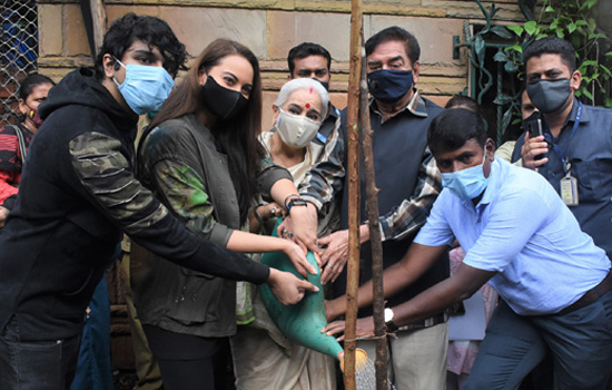 Shatrughan Sinha, Sonakshi Sinha, Poonam Sinha, Vedant Gill join BMC's 'Be A Tree Parent' MEGA Vriksha Campaign