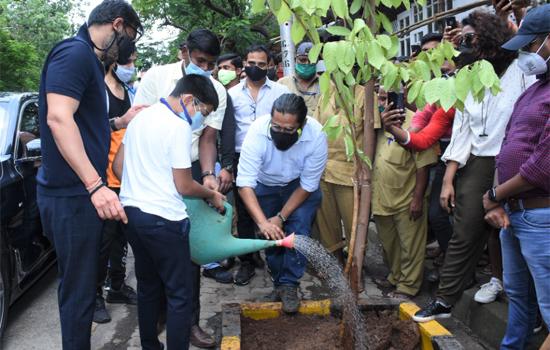 Yug Ajay Devgn, Ajay Devgn, Anusha Srinivasan Iyer, Vishvas Mote, Vatsal Sheth take forth BMC's Be A Tree Parent MEGA Vriksha Campaign