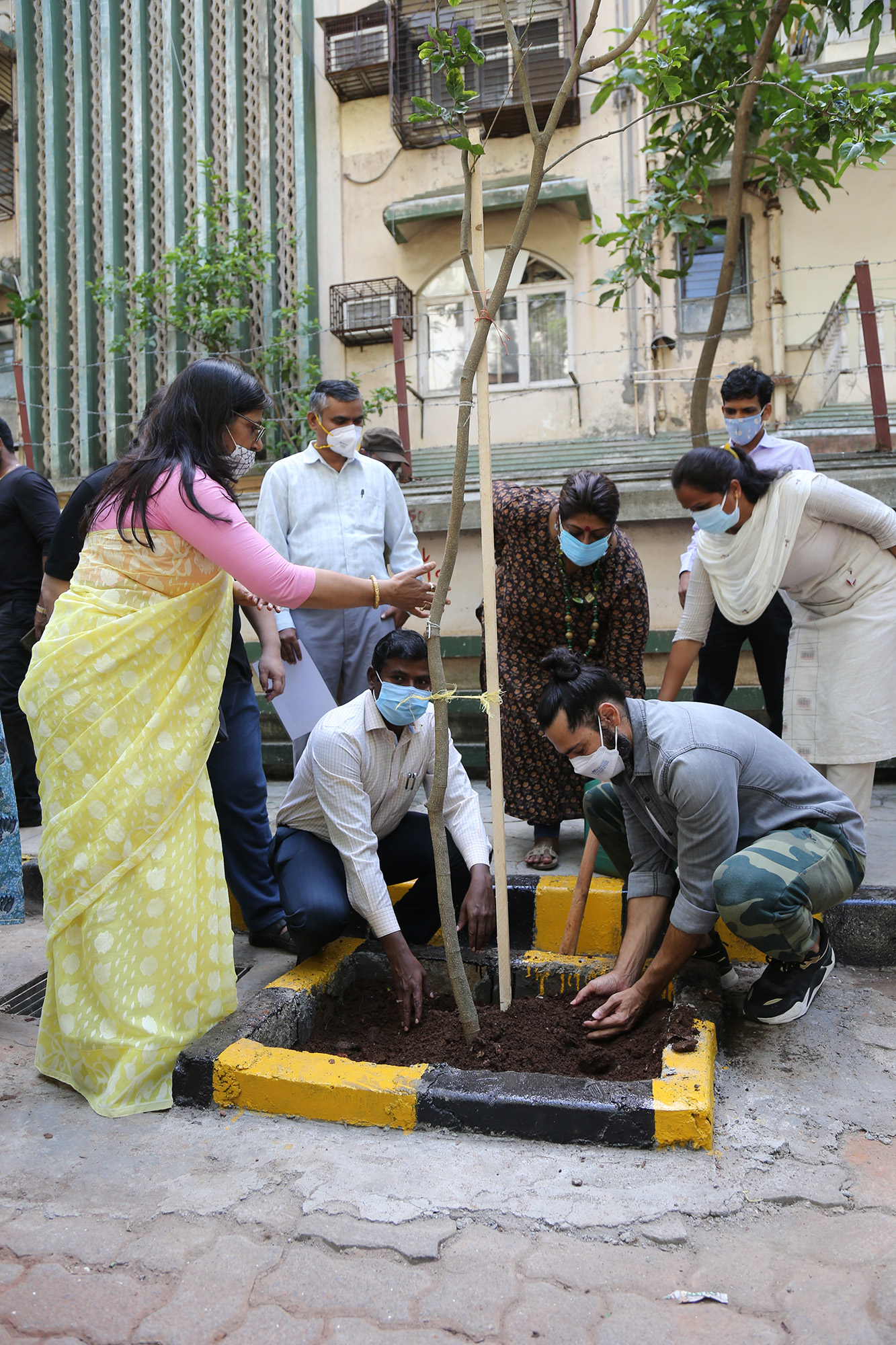 Dino Morea asks to donate oxygen by planting trees