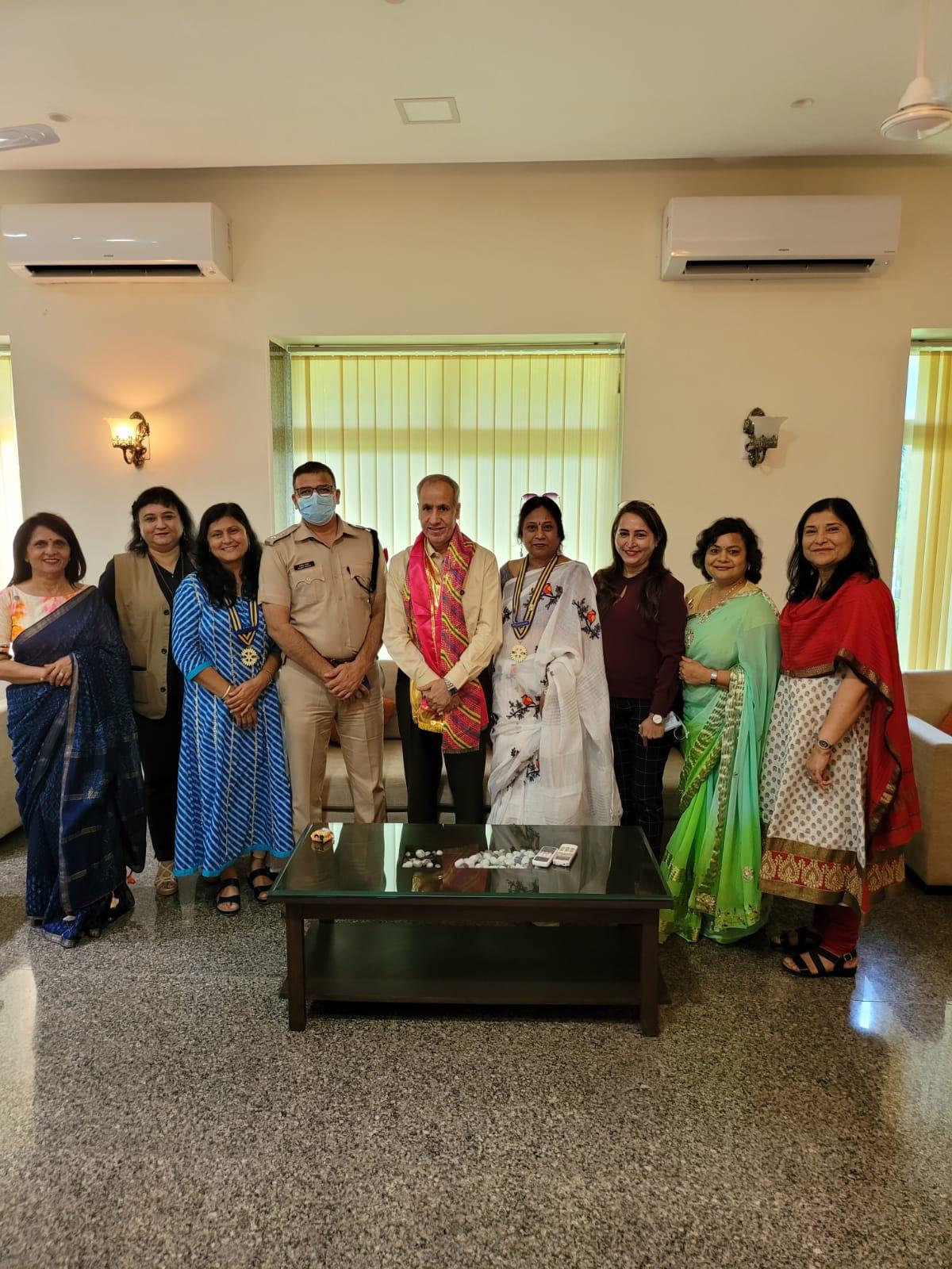 Members of Rotary Club Udaipur Meera met DGP M.L. Lather