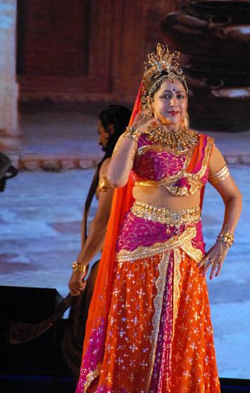 Dream Girl Hema Malini Mesmerises Jaipurites