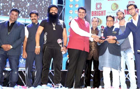 CM Devendra Fadnavis& Bolly wood stars at 3rd Bright Awards