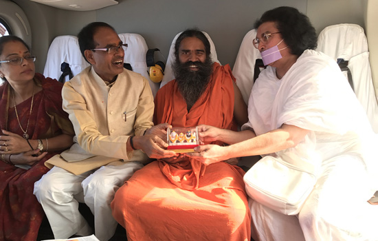 Baba Ramdev and Acharya Lokesh took part in Narmada Seva Yatra