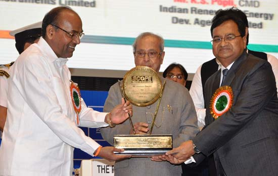 "Shri A. K. Jain, M. D., REIL honored with ""SCOPE Excellence Award"""