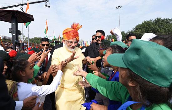 """Kashmir issue: """"Na gaali se samasya sulajhne wali hai, na goli se"""" PM"""