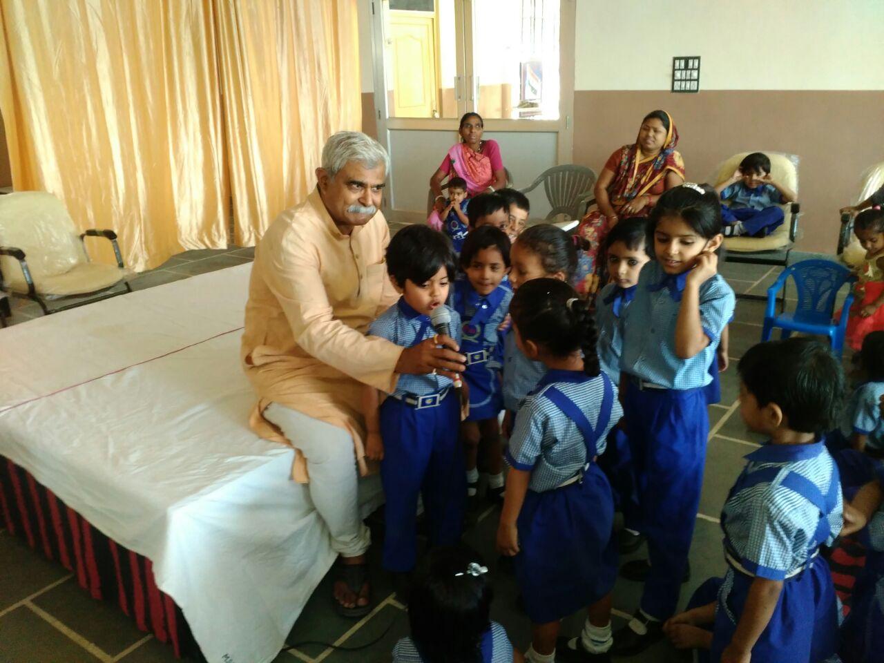 Vilas Janve Visits Mahesh Public School