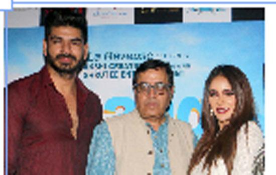 Riya Deepsi, Sunil Pal at premier of Bhaagte Raho