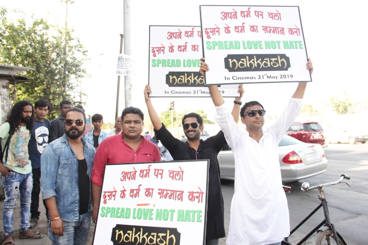 Star-cast of Nakkash uses the Cycles to spread love and peace through the Mumbai teeming thoroughfares