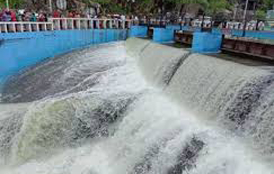 Fateh Sagar lake overflows after two years