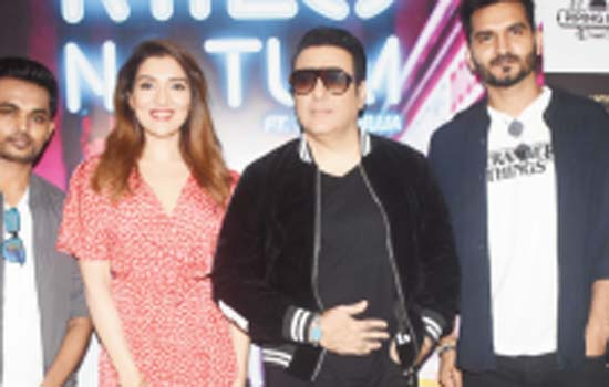 Piping Hot Resto Bar Hosts Govinda, Actress Tina Ahuja, in 'Milo Na Tum's